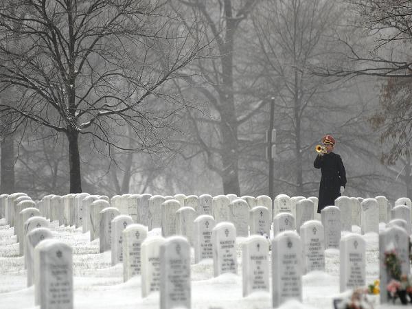 Ngủ mơ thấy bia mộ người chết là điềm báo gì?