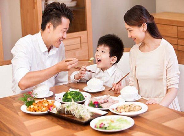 Mơ thấy ăn cơm dự báo điềm gì?